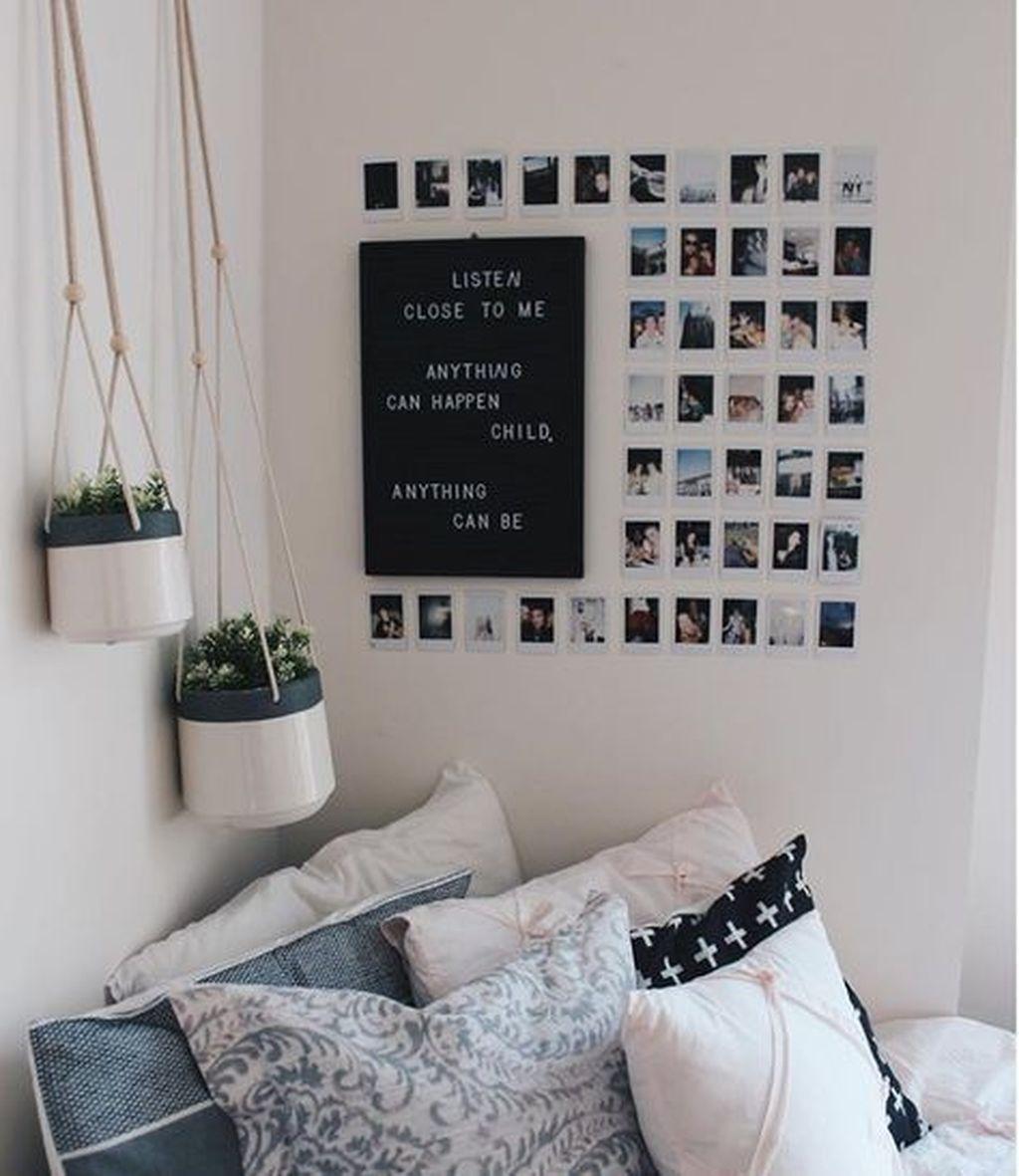 Superschöne Idee für ein kleines WG-Zimmer: eine Fotowand für alle ...