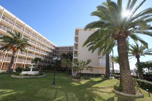 Click & Booking Residencial Paradis Playa La Pineda Located on the beachfront of Platja Llarga Beach, Click & Booking Residencial Paradis Playa features shared gardens and modern apartments with sea views. They are located in Salou?s La Pineda area.