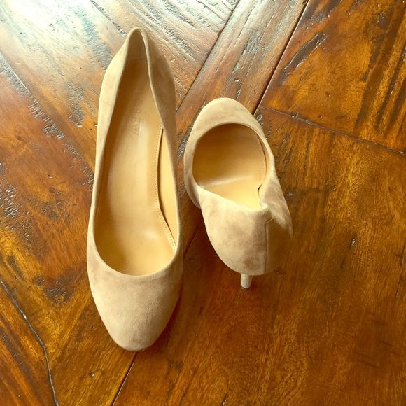 "J. Crew suede pumps Beautiful tan suede J. Crew pumps size 8.5, 4"" heel. Excellent condition. Gently worn only 2-3 times. No scuff marks.  They look brand new. J. Crew Shoes Heels"
