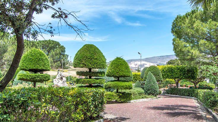 Sizilien - Buseto Palizzolo - auf dem Weg nach Trapani lohnt ein Zwischenstopp, denn der Ort hat einen ganz besonders gestalteten Stadtgarten. Schaut mal hier: http://www.trip-tipp.com/sizilien/ausfluege-stadt/trapani.htm#Stadtgarten