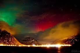#Reise nach Island, buche über den #Low Cost Weltenbummler  zu super günstigen Preisen. Besuche die Atemberaubende  Landschaft. Genies die weltbekannte Gastfreundschaft der Isländer und las dich durch die Polarlichter Verzaubern