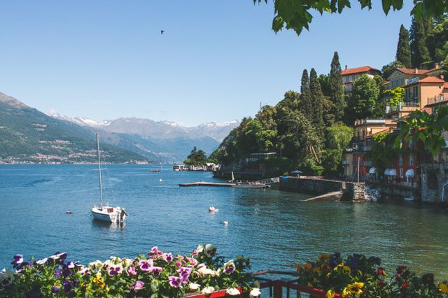 A Plea for Pastels // Varenna, Italy