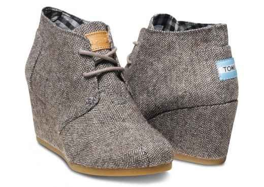 I am loving these Wedge Toms for Fall, super cute with Skinny Jeans! There's a coupon code in this post + they have free shipping all month long.