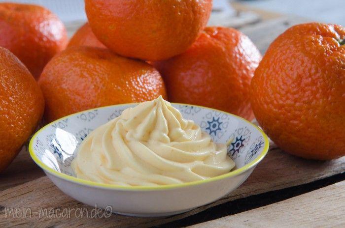 Weisse Schokoladen Mousse Mit Waffelbroeseln Und Clementinen