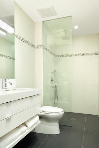 love the simple half-wall of glass | main bathroom designs