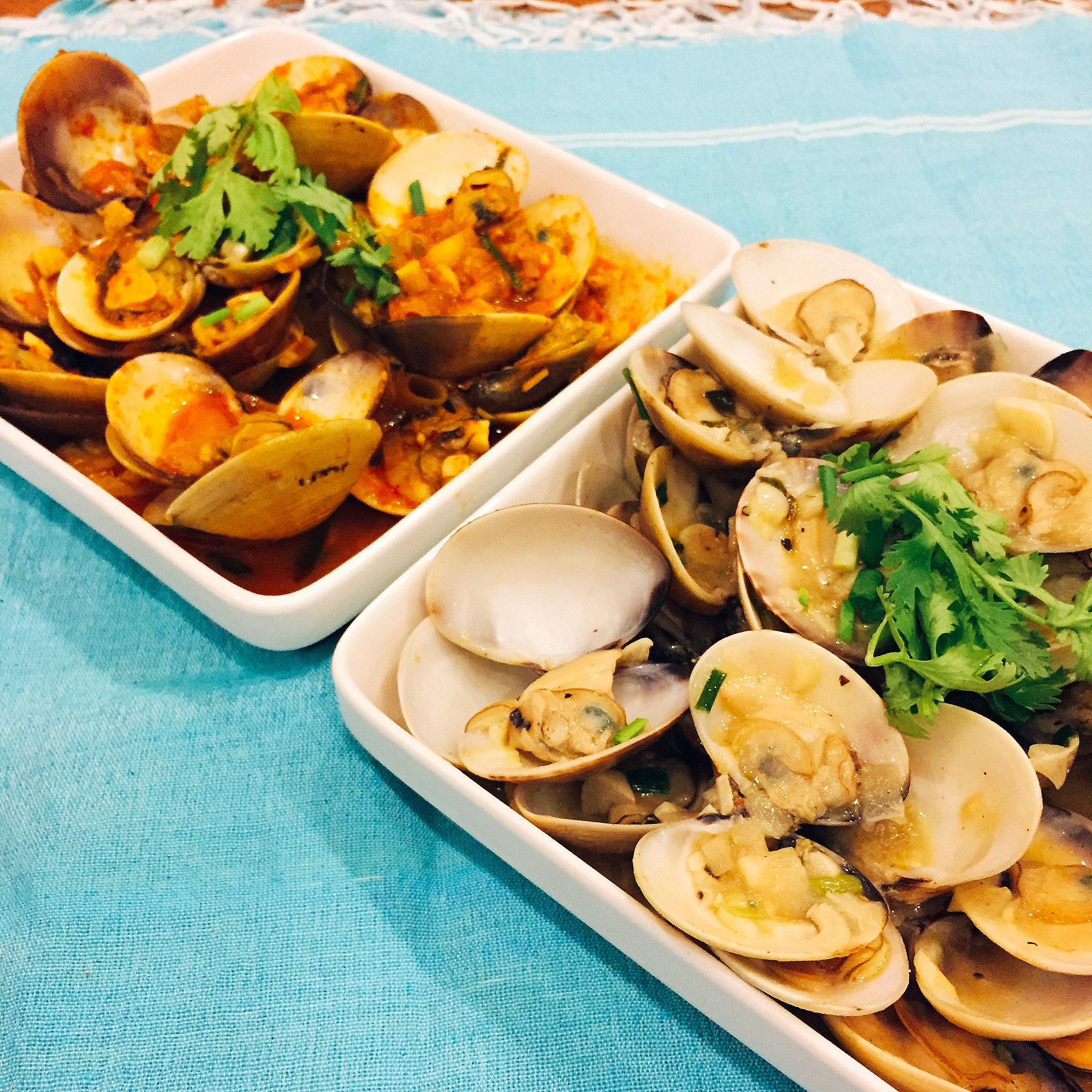 Thai yellow curry clams and butter garlic clams