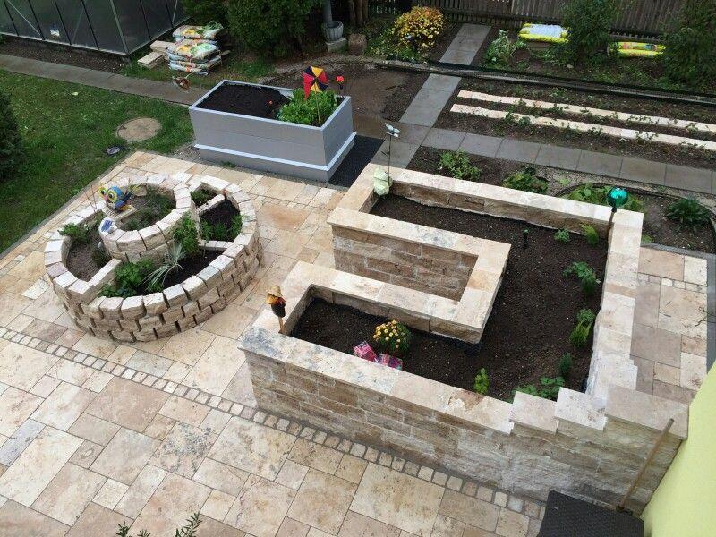 Hochbeet Und Krauterspirale Mit Mauersteinen Und Mauerabdeckungen Von Xl Naturstein Outdoor Decor Garden Plants