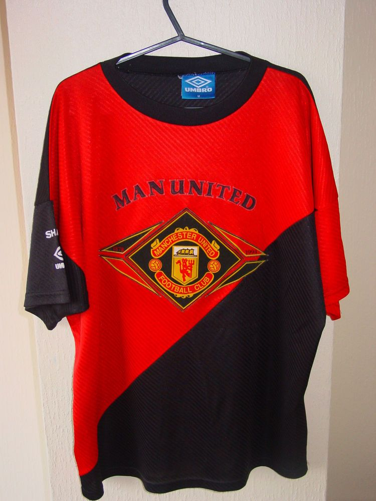3fc2ad706 manchester united sharp umbro mens football shirt