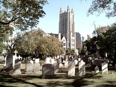 Grove Street Cemetery With The Yale Law School Behind It New Haven Ct American Travel New Haven Trip