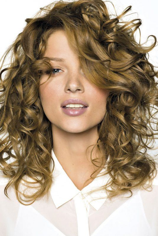 Exemple coupe cheveux frisés mi long femme | Avec des bouclettes ...
