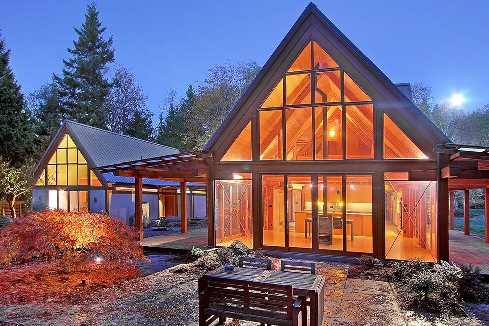 cabin chic mountain home of glass and wood - Modern Cabin Design