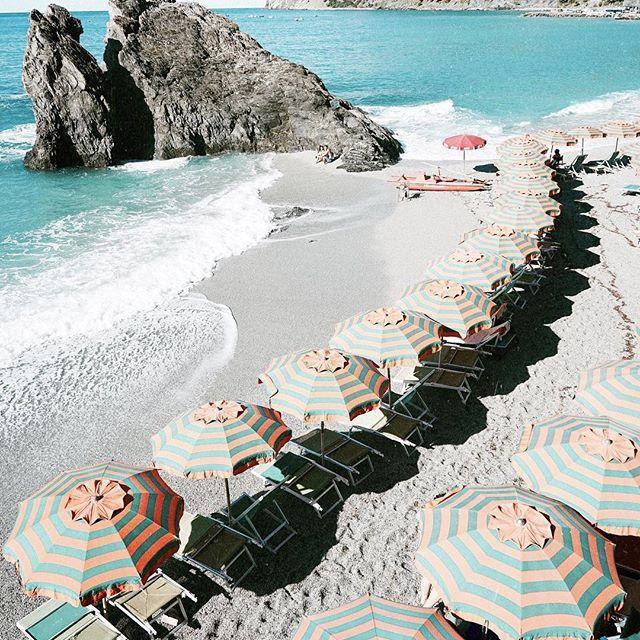 Monterosso -Cinque Terre @jimsandkittys #jimsandkittys #lisamariemewes #timslotta #italy #italia #cinqueterre #travelbugs