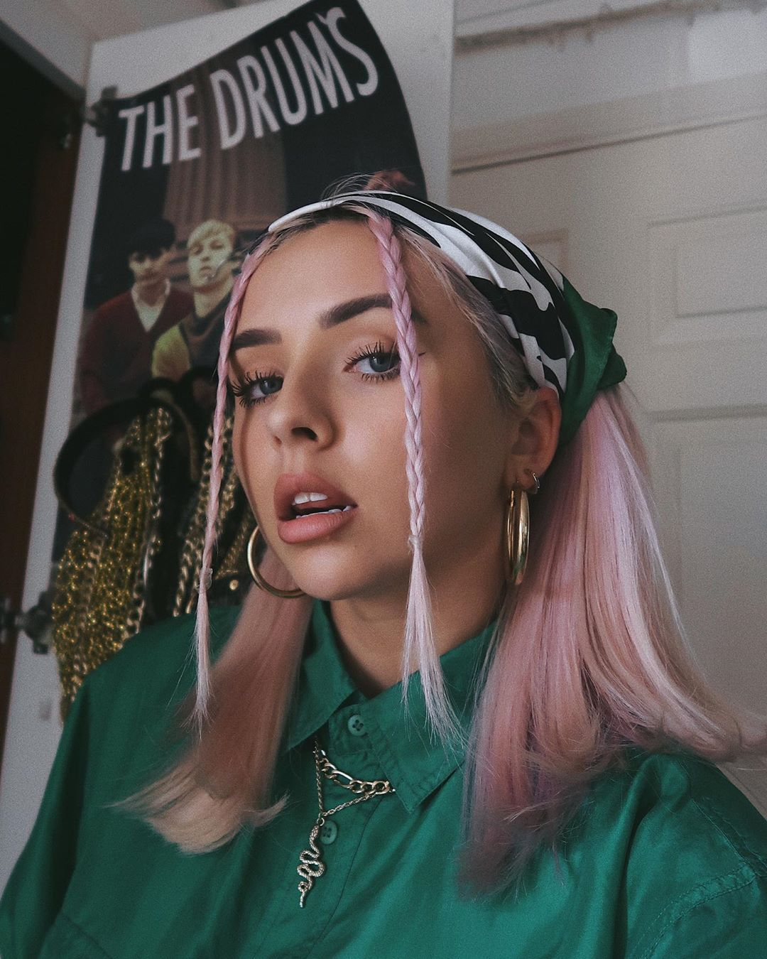 930 Likes 19 Comments Charlotte Ch32 On Instagram Green Pink Might Be My New Favourite Combo Hair Scarf Styles Bandana Aesthetic Bandana Hairstyles
