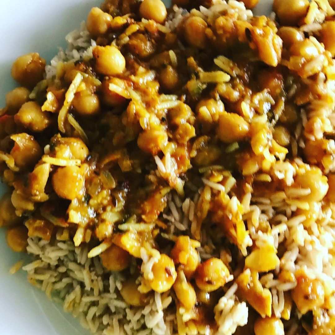 Yummy combo of chickpeas and brown rice. Chickpeas have a low GI and are also a great source of fibe...