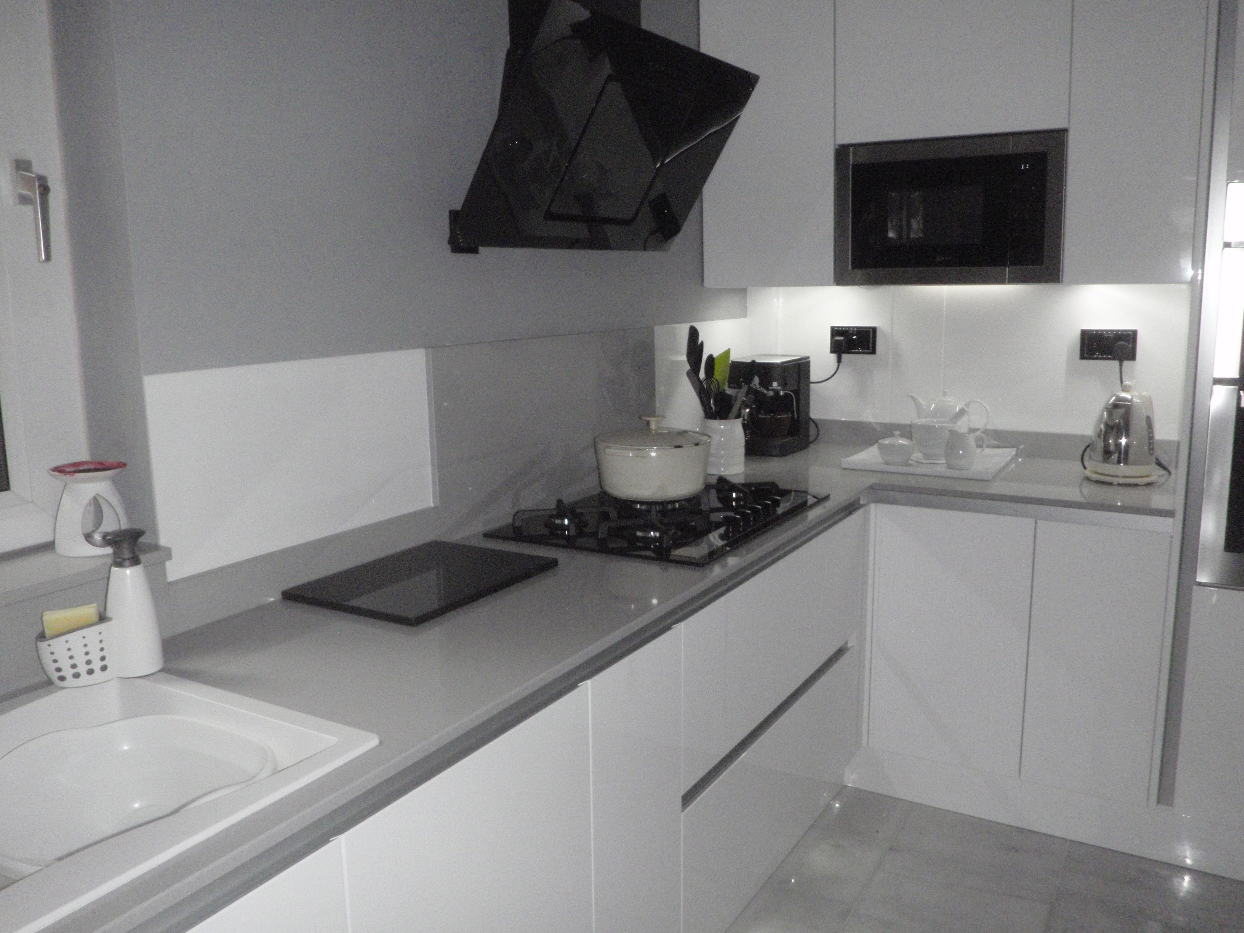 White Acrylic Makes A Great Splashback In This Stunning Kitchen Acrylic Wall Panels Acrylic Kitchen Splashbacks Kitchen
