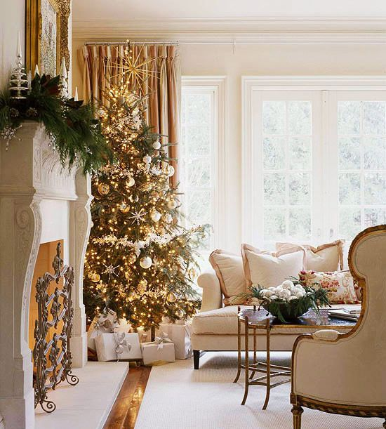 35 Pretty Christmas Living Room Ideas To Get You Ready For The Holidays Christmas Interiors Christmas Decorations Living Room Christmas Living Rooms