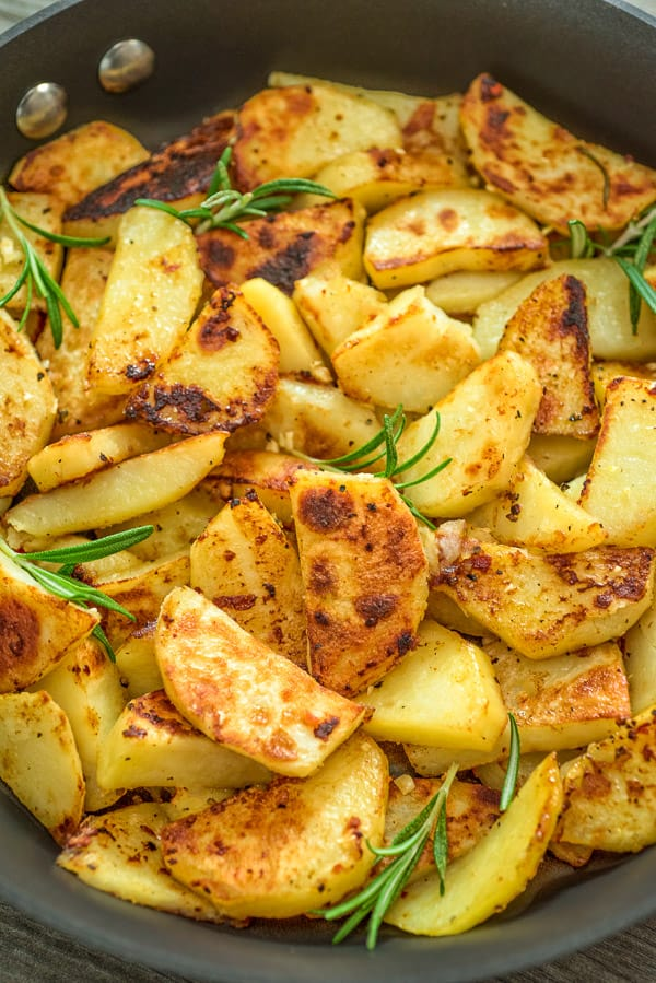 Skillet Potatoes    Ingredients:  2 large russet potatoes, cut into 1″ cubes……  14 oz. smoked sausage, thinly sliced #russetpotatorecipes