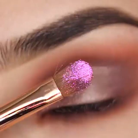 Shimmery Eye Look Tutorial For Holidays  – Maquillaje