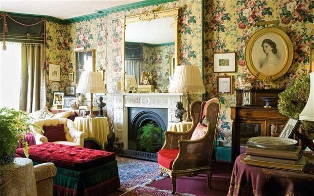 Victorian Cottage Decor Harold Brown Has Created A Drawing Room Dominated By The Ralph Lauren