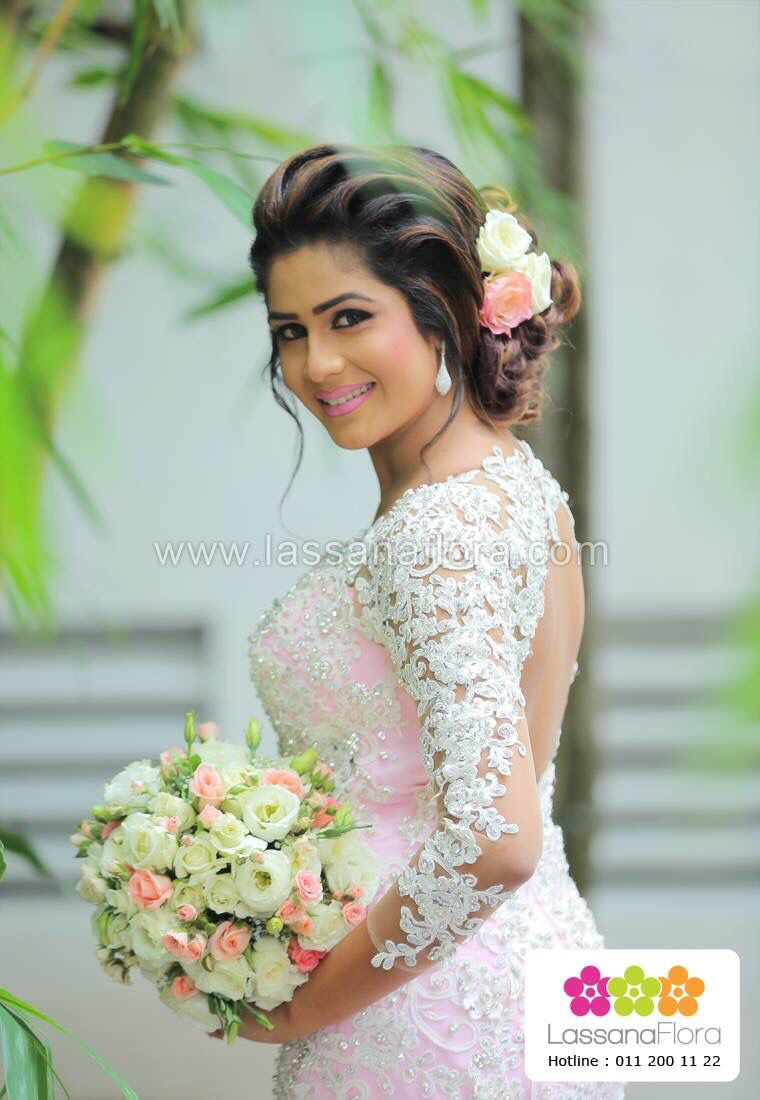 Pin By Hash Wick On Brides In Srilanka Wedding Hairstyles Bride