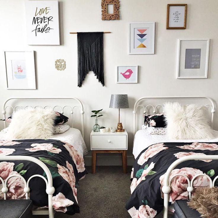Geteiltes Kinderzimmer Für Zwei Mädchen Mit Gleicher Deko:  Blumen Bettwäsche Und Bilder An Der Wand. | 家居 | Pinterest | Gallery Wall,  Room And Walls