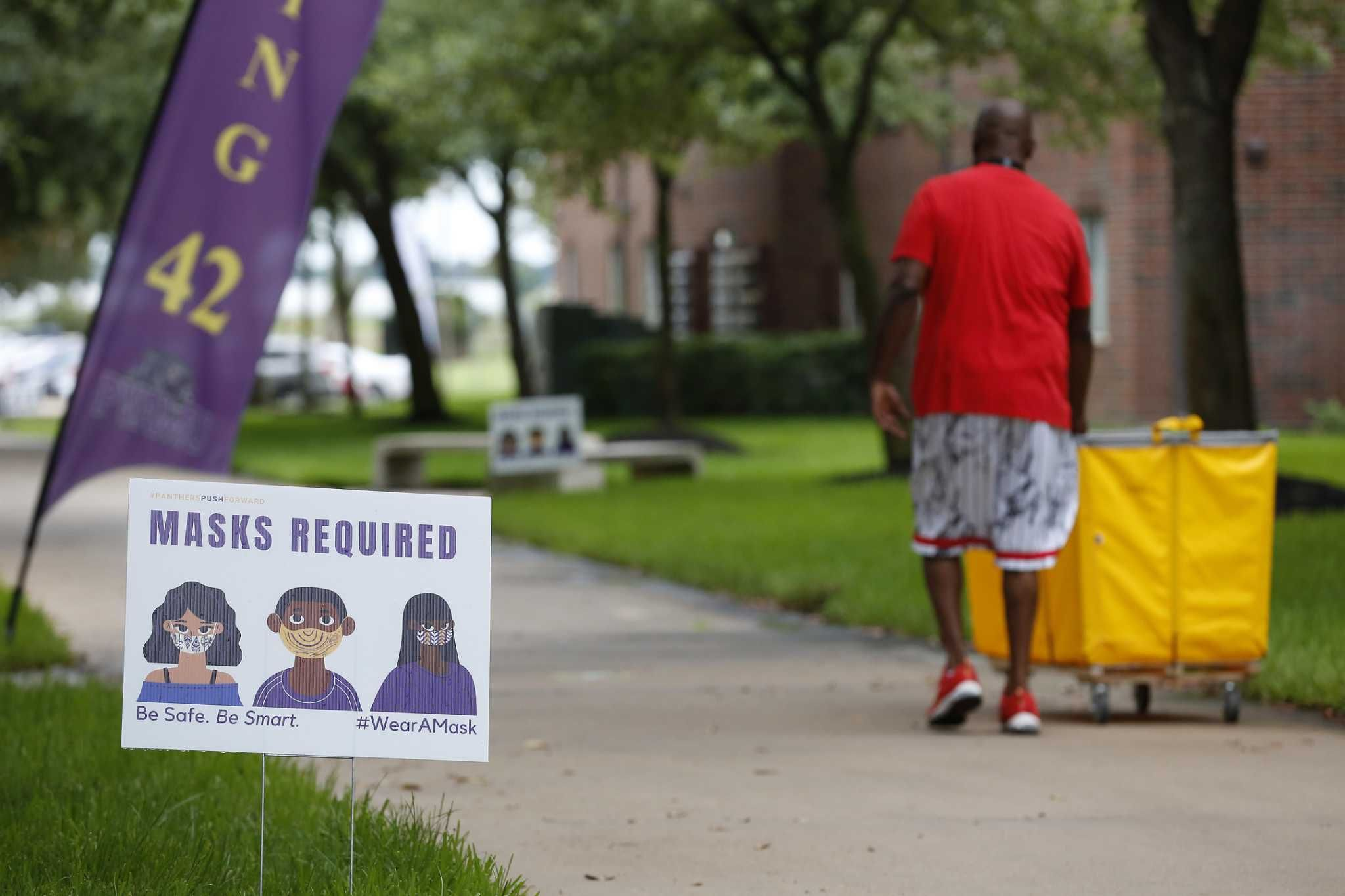 Houston Area College Students Families Face Pared Down Move In Experience In 2020 College Students College Fun Student