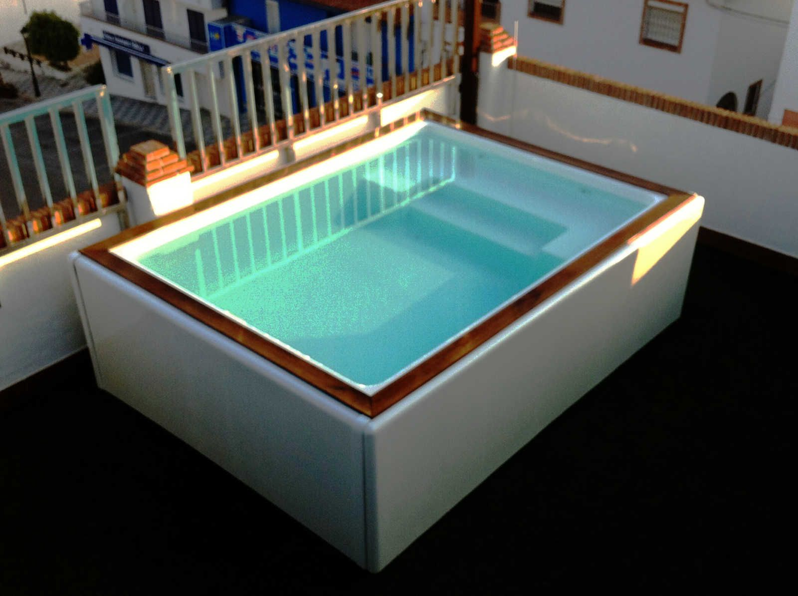 Imagen de uno de los modelos de mini piscinas en fibra de for Piscinas prefabricadas
