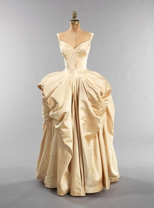 1940\'s ballgown designed by Charles James. | Nightgown | Pinterest ...