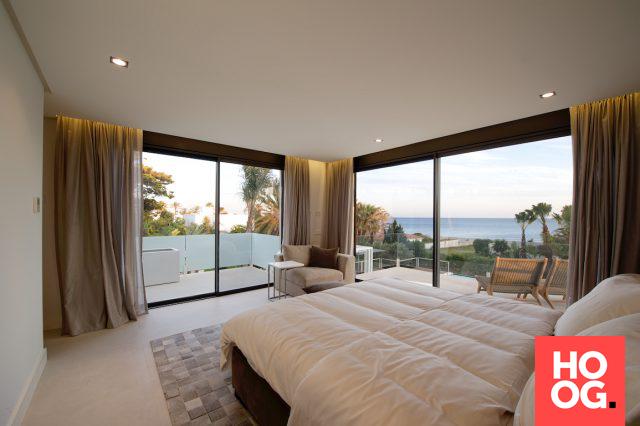 Luxe slaapkamer inrichting met design bed | Interieur | Pinterest