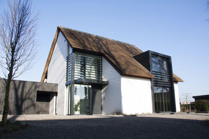 Huis zadeldak google zoeken lofthuizen ideeen pinterest modern zoeken en google - Modern stenen huis ...
