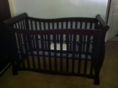 Vci Clifieds 100 00 4in1 Convertible Crib By Brookline