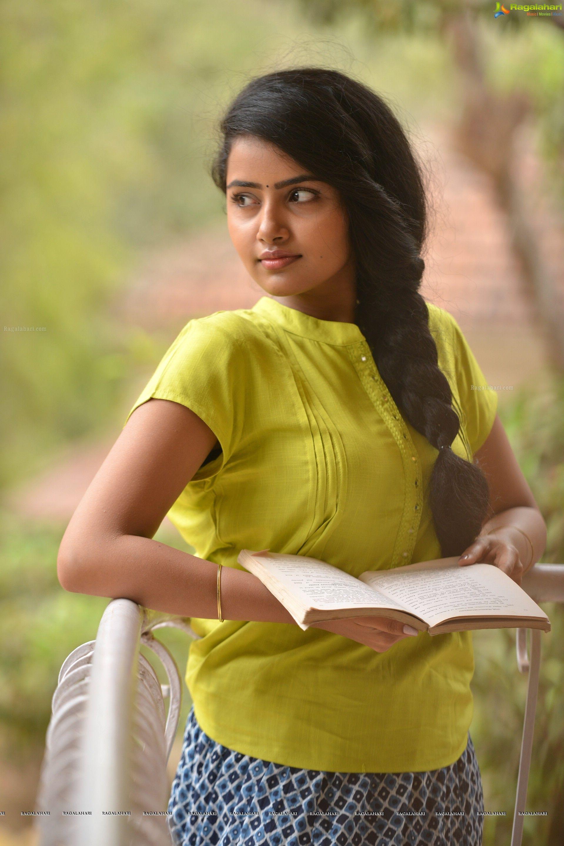 Telugu heroines photo 20
