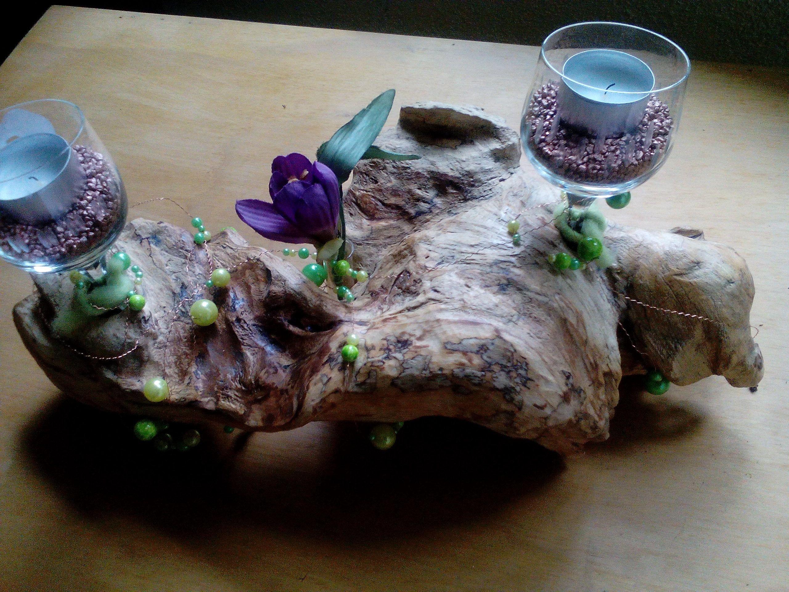tischdeko Apfelbaumwurzel ein kleiner Teil davon mit zwei alten Weingläsern und einem Reagenzglas ausgestattet ais Tischdko gut zu gebrauchen