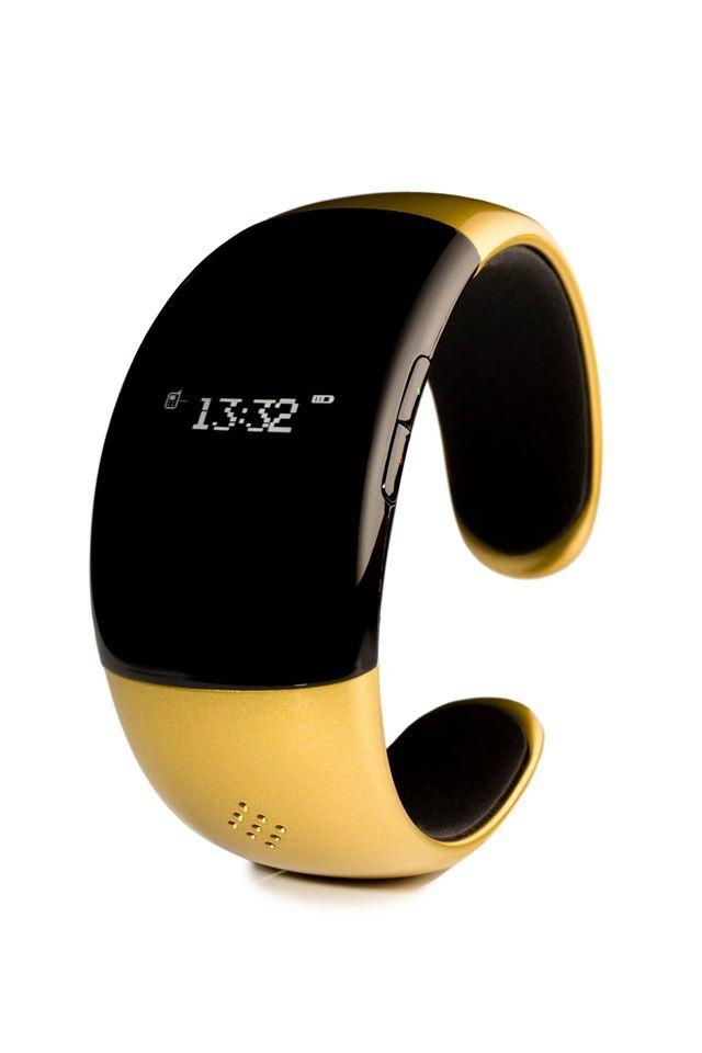 Smartwatch ZeBraceket en versión dorado, súper femenino y sofisticado.