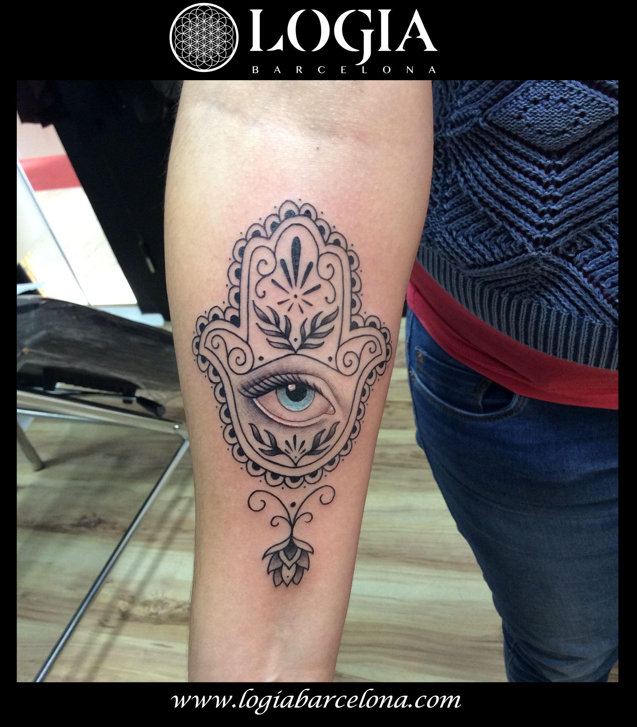 Φ Artist LAIA DESOLE Φ Tatuaje de una mano de Fátima.