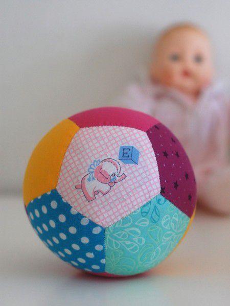 Como hacer una pelota para bebe de patchwork - Como hacer pachwork ...
