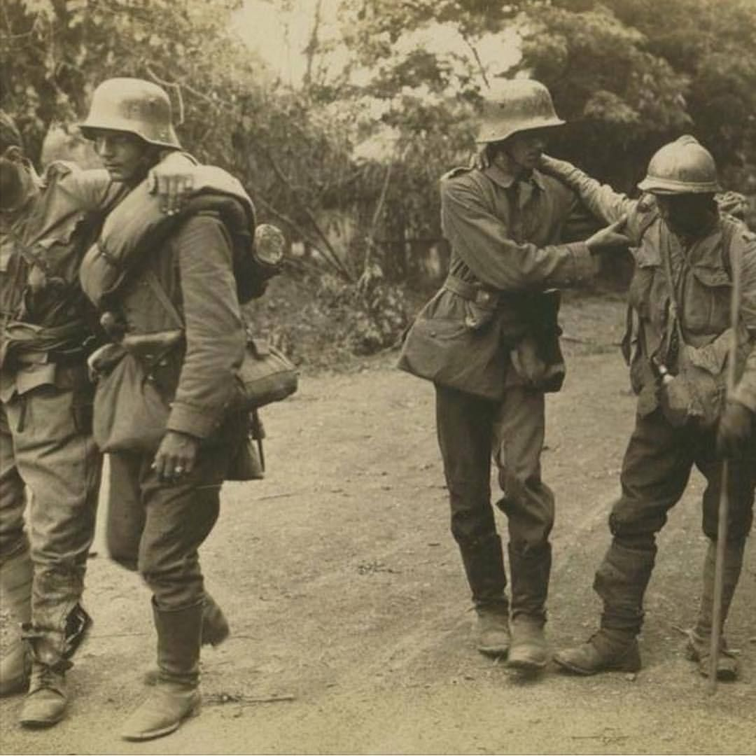 Imperial German soldiers helping wounded French soldiers. World ...