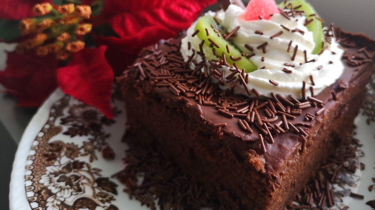 كيكة الشوكولاه بحشوة البودينغ اللذيذة تستحق التجربة مع طريقة التزيين Desserts Food Cake