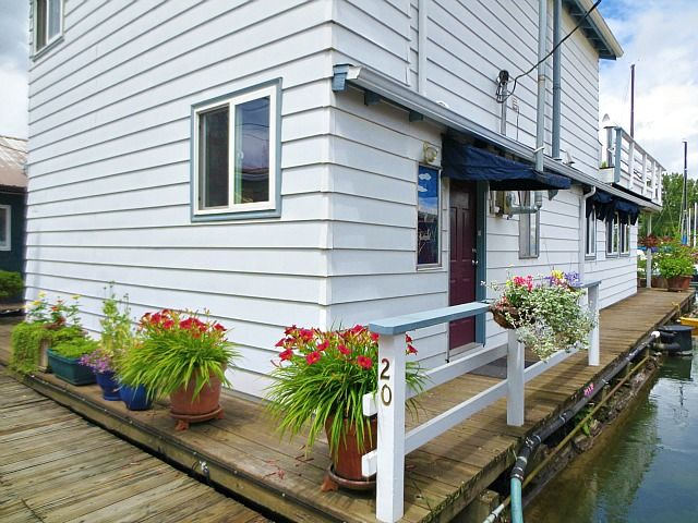 Floating home in the Columbia Way West Moorage for sale in