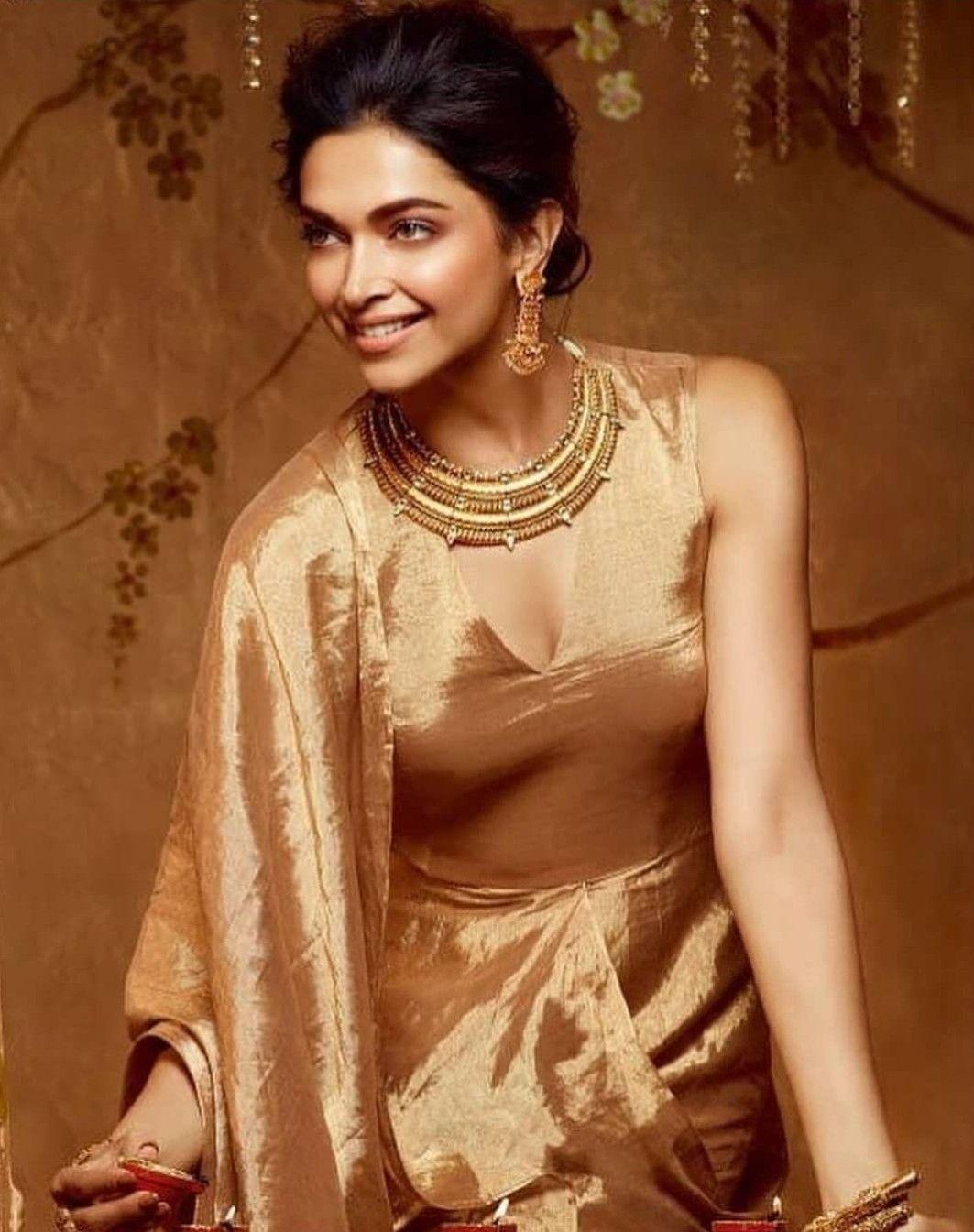 Deepika Padukone For New Utsava Collection By Tanishq Jewellery Deepika Padukone Style Deepika Padukone Hot Deepika Padukone