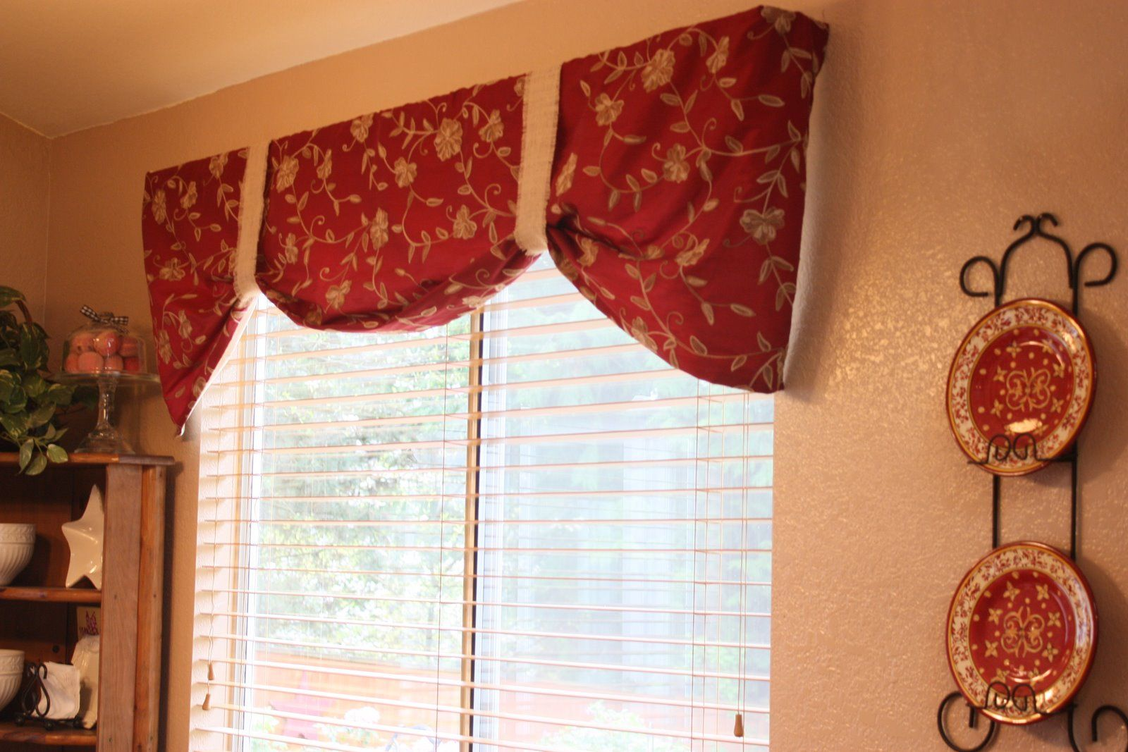 Black and red kitchen curtains red kitchen valance ideas for Designs of kitchen curtains