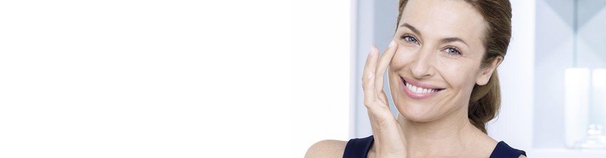 Tages- und Nachtcreme: Was braucht Ihre Haut? – NIVEA: Ihre Haut braucht eine Pflegeroutine. Erfahren Sie, wie Sie mit der richtigen Tages- und einer Nachtpflege Ihre Haut optimal versorgen.