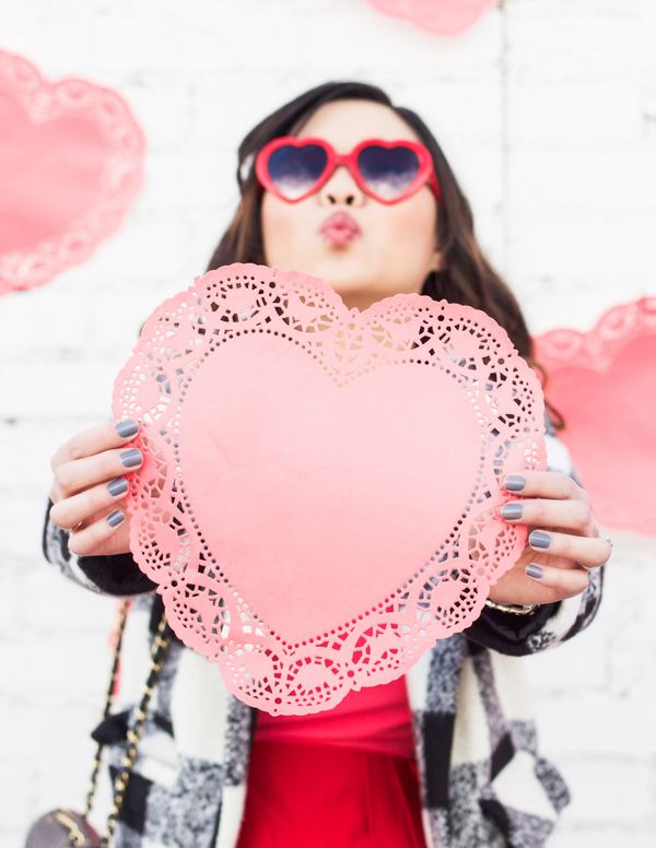 Heart sunglasses for Valentine's Day | Pink and red outfit for Valentine's Day | valentine's day style | valentine's day fashion | style ideas for valentine's day | fashion tips for valentine's day || Sandy a la Mode