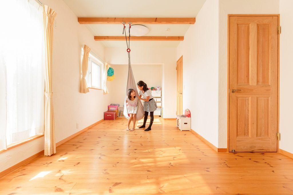 四季を楽しむ コンサバトリーがある家 家 ハンモック 子ども部屋