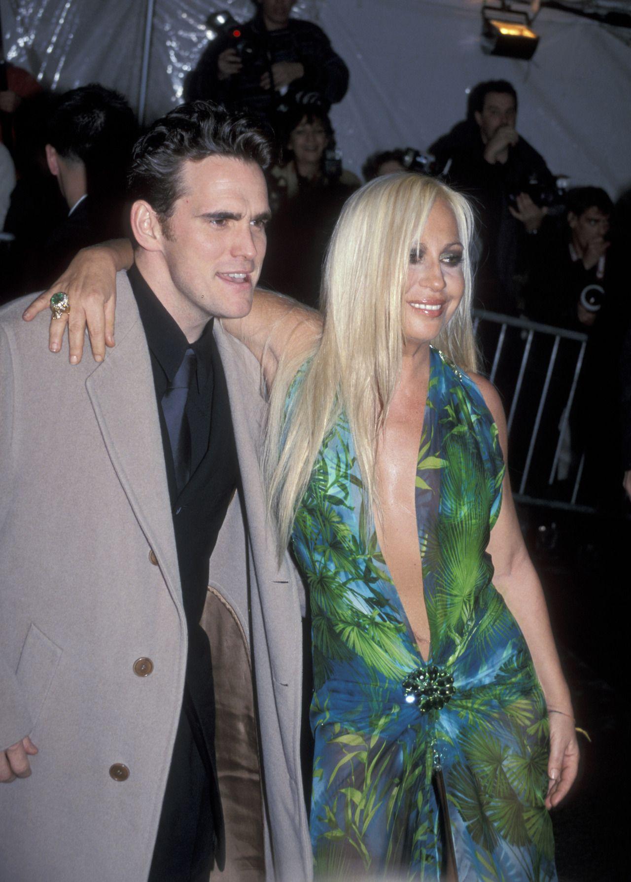 99 Donatella Versace En Aquel Vestido Que Tanto Causo Impacto
