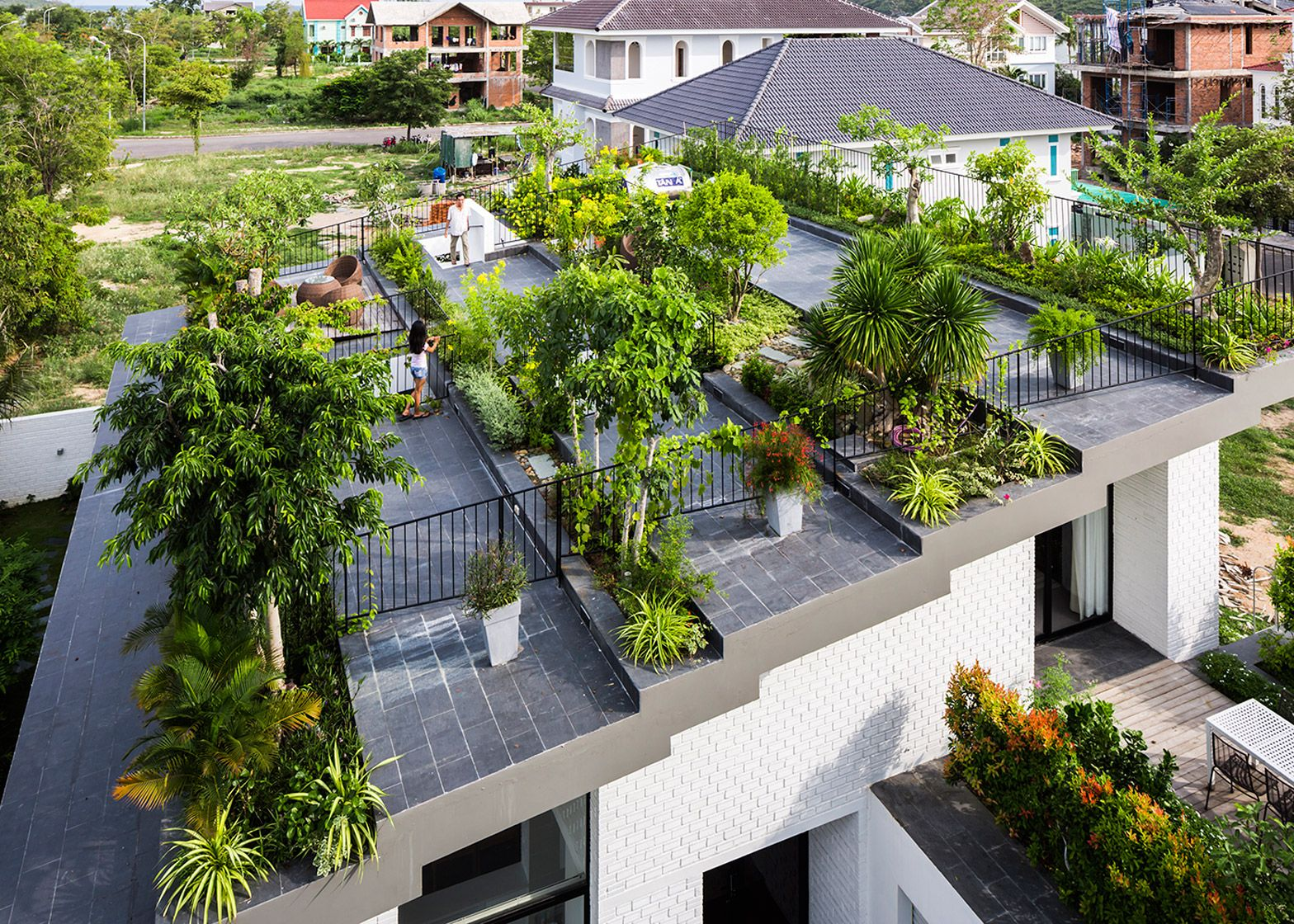 Stepped garden tops house by vo trong nghia and masaaki for Rooftop landscape design