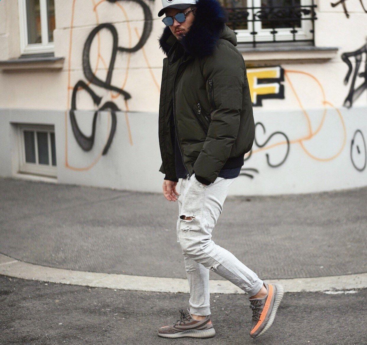 Feat Adidas Yeezy Boost 350 V2, Beluga.