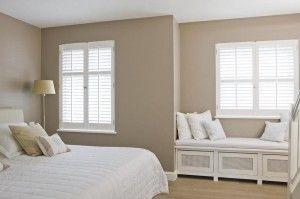 Kleur op muur houten shutters en vensterbankombouw home pinterest house colors and bedrooms - Grijze muur deco ...