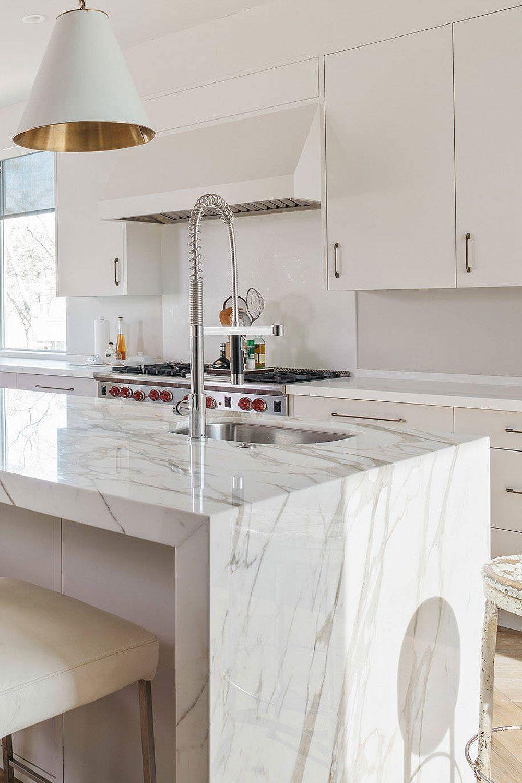 31 Luxury Calacatta Gold Marble Backsplash Countertop Ideas In 2020 White Marble Kitchen Island Calacatta Gold Marble Marble Countertops Kitchen