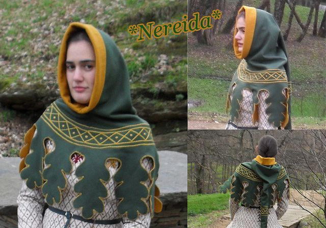 Another dagged hood with gorgeous embroidery, in herald colors no less!